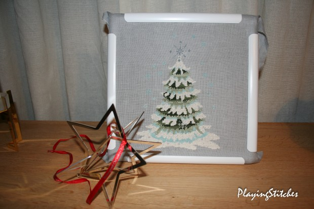[:ru]Nora Corbett Christmas Tree 2010 stitched with Crescent colours silk Kreinik