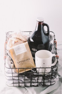 treat the coffee lover in your life with a homemade coffee gift basket this holiday season. a beautiful basket with locally roasted coffee, locally brewed nitro cold brew, a cute mug, & delicious homemade scones makes perfect secret santa gift, hostess gift, or christmas gift for any italian-lover in your life! | a plays well with butter holiday gift basket series