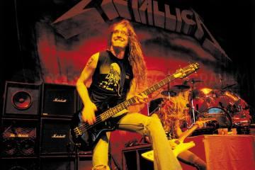 Cliff Burton. Bajista. Metallica. Conmemoración. Ray Burton. Cúsica Plus