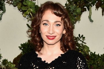 Regina Spektor. Black and White. Nuevo sencillo. Remember Us to Life. nuevo disco. Cúsica Plus