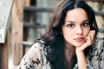 Norah Jones versionó a Neil Young en la reciente edición de The Late Late Show con James Corden. Cúsica Plus