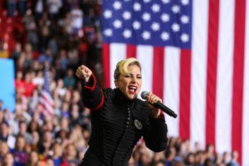 Alrededor de 100.000 personas se unieron a la protesta de Lady Gaga contra Donald Trump. Cúsica Plus