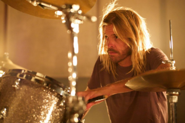 Taylor Hawkins de Foo Fighter presenta el video de su primer sencillo como solista. Cusica Plus
