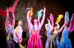 Tour Más Feliz de Laura Guevara, construir desde el arte . Cusica Plus