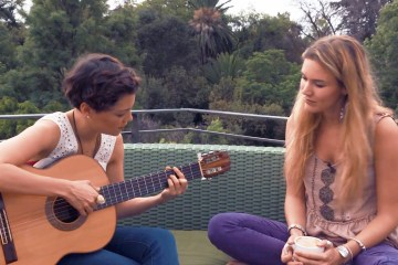 Joss Stone presenta a Natalia Lafourcade en un nuevo video de su Total World Tour. Cusica Plus