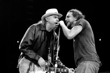 Neil Young hará la inducción de Pearl Jam al Salón de la Fama del Rock And Roll. Cusica Plus