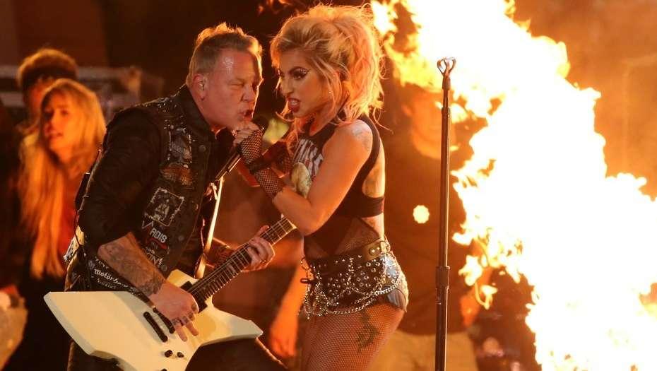 Lady Gaga y Metallica en los Grammy 2017. Cusica plus