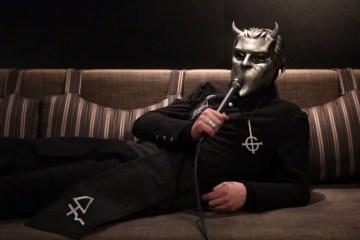 Ex guitarrista de Ghost revela su verdadera identidad. Cusica plus