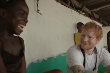 Ed Sheeran canta conmovido junto a niña liberiana. Cusica plus