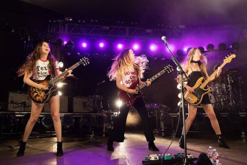 Haim se presento en vivo en Saturday Night Live