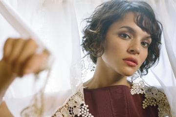 "Norah Jones presento su versión de ""Black Hole Sun"" en honor al recientemente fallecido Chris Cornell"
