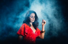 "Lana Del Rey nos regala un abre boca con sabor a ""Cherry"". Cusica plus."