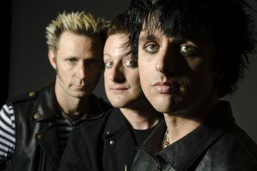 Green Day rinde tributo al acróbata fallecido antes de su concierto. Cusica Plus.