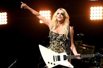 """Kesha canta para los rechazados en su nuevo sencillo """"Hymn"""". Cusica Plus."""
