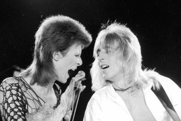 Mick Ronson, guitarrista de David Bowie tendrá un documental. Cusica plus.