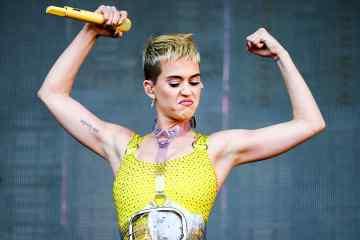"""Katy Perry juega basket en el video de """"Swish Swish"""" . Cusica Plus."""