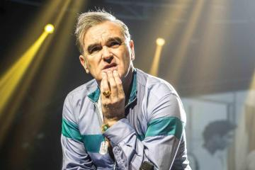 """Spend The Day in Bed"" es el nuevo video Morrissey. Cusica plus."