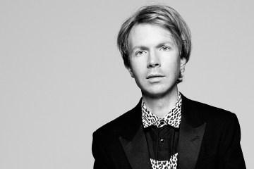 Beck nos pone a ver el mundo en colores. Cusica plus.