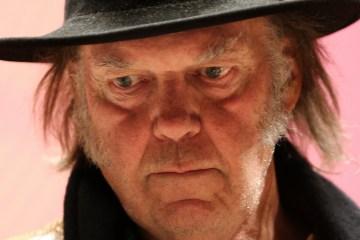 Escucha el nuevo disco de Neil Young en NPR. Cusica Plus.