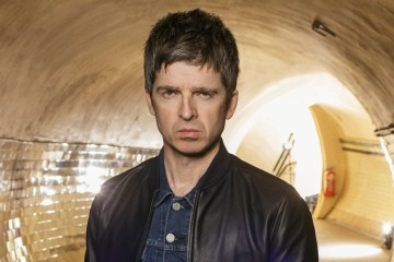 "Noel Gallagher pone a bailar a Jools Holland con ""Holy Mountain"". Cusica Plus."