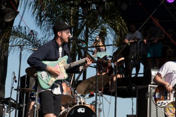 "Portugal. The Man lleva su ""Feel It Still"" al Late Late Show de James Corden. Cusica Plus."