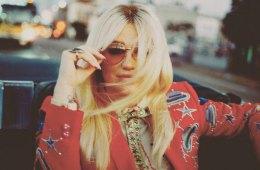 """Kesha tocó """"Learn To Let Go"""" y adapto a instrumentos el tema de Marshmello """"Silence"""". Cusica Plus."""