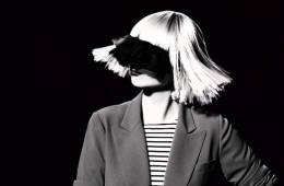 """Sia rinde tributo a los cortos de navidad con el video de """"Ho Ho Ho"""". Cusica Plus."""