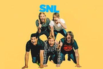 Foo Fighters rockea el comienzo de la navidad en SNL. Cusica plus.