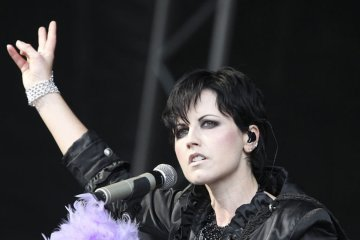 Fallece Dolores O'Riordan vocalista de la icónica banda The Cranberries. Cusica Plus.