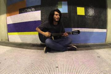 Alejandro Sojo vuelve con su proyecto solista Alejandro Flojo. Cusica Plus.