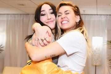 Miley Cyrus y su hermana Noah se consiguieron a Paolo de la película de Lizzie Mcguire. Cusica Plus.