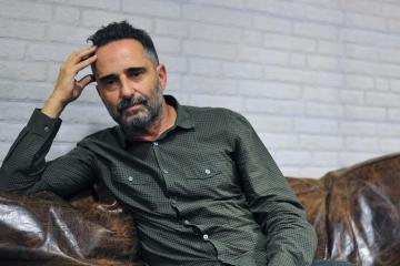 "Jorge Drexler interpreta ""Movimiento"" para Billboard. Cusica Plus."
