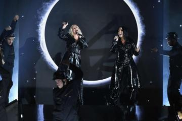 "Christina Aguilera y Demi Lovato lanzan el video de ""Fall In Line"". Cusica plus."