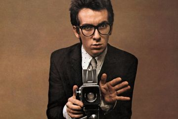 Elvis Costello anuncia nuevo disco, y adelanta con dos nuevos temas. Cusica Plus.