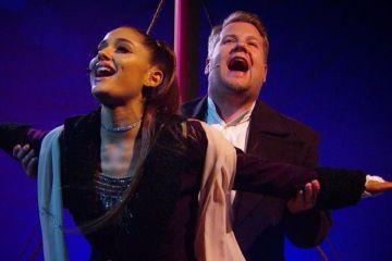 Ariana Grande y James Corden recrearon la escena del Titanic en el Late Late Show. Cusica Plus.