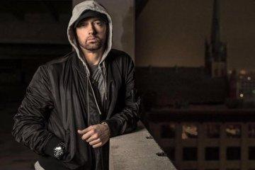"""Eminem enfrenta todas sus malas críticas en el videoclip de """"Fall"""". Cusica Plus."""