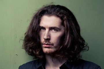 Hozier regresó a la música con su nuevo EP 'Nina Cried Power'. Cusica Plus.