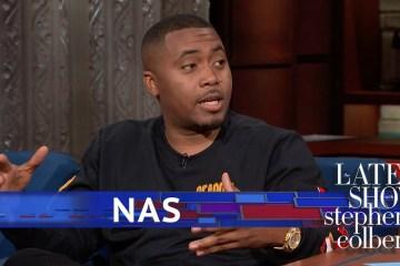 "Ve a Nas interpretar ""Adam and Eve"" en The Late Show de Stephen Colbert. Cusica Plus."