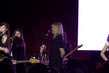 Courtney Love y Melissa Auf Der Maur, se juntaron para cantar temas de su banda Hole. Cusica Plus.