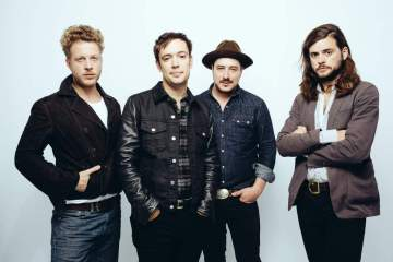 "Mumford & Sons estrena videoclip de su tema ""Guiding Light"". Cusica Plus."