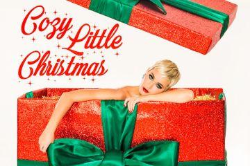 """Katy Perry celebra la navidad con su nuevo tema """"Cozy Little Christmas"""". Cusica Plus."""