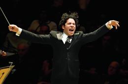 Gustavo Dudamel y la Filarmónica de Los Ángeles, publicarán un disco doble en honor a John Williams. Cusica Plus.