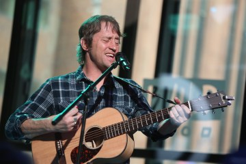 Chris Shiflett, guitarrista de Foo Fighters, publicará un disco solista pronto. Cusica Plus.