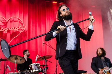 Father John Misty estrenó tema que fue rechazado para la película 'A Star Is Born'. Cusica Plus.