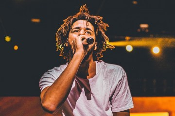 J. Cole lidera el top 200 de Billboard con su disco 'Revenge of the Dreamers III'. Cusica Plus.