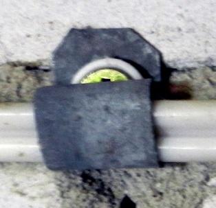 Способы крепежа для кабеля - хомут сделанный своими руками из листового оцинкованного железа