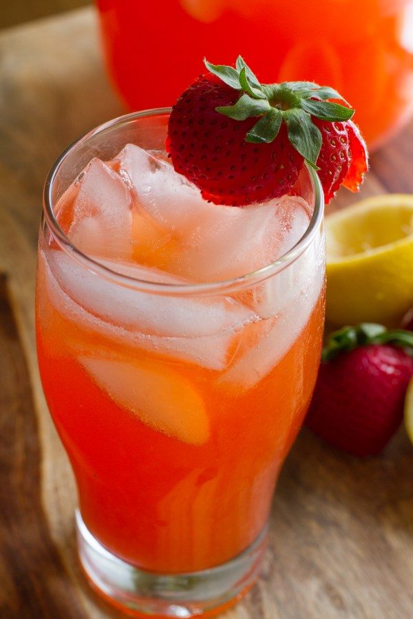 Strawberry Lemonade #SummerSoiree - poet in the pantry