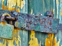 rusty-lock-close-up