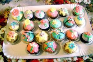 pofta-buna-gina-bradea-briose-cupcakes.jpg