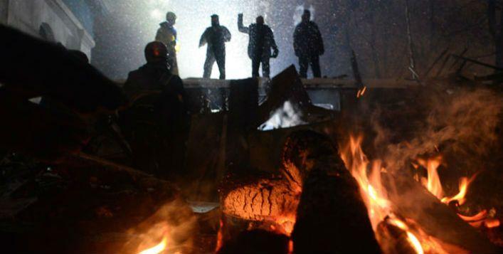 Manisfestantes em barricada na Praça Maidan, Kiev. Imagem: Mstyslav Chernov / Wikimedia Commons